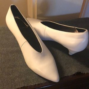 NWOT 🔥🔥Jeffrey Campbell Carla Pointy pumps 8